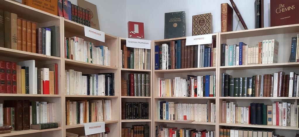 Cartusia vous propose un large choix de livres anciens et modernes ainsi que des bandes dessinées